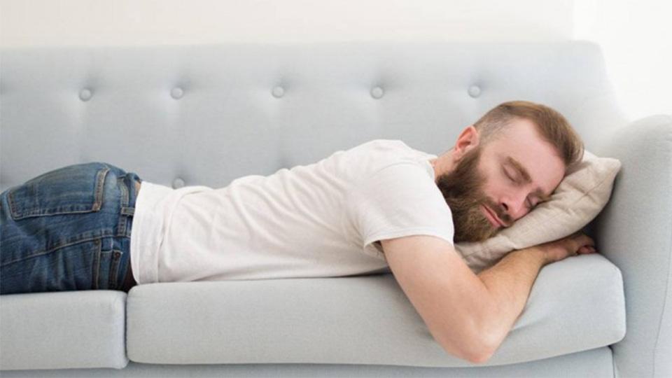 طرز خوابیدن کسانی که دیسک کمر دارند